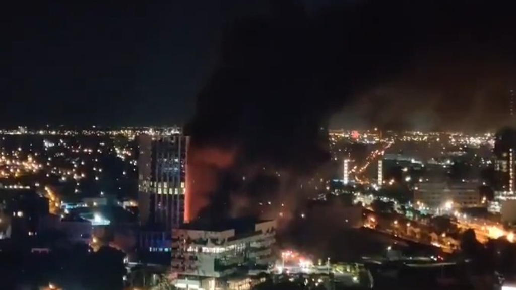 Huge factory fire in Melbourne