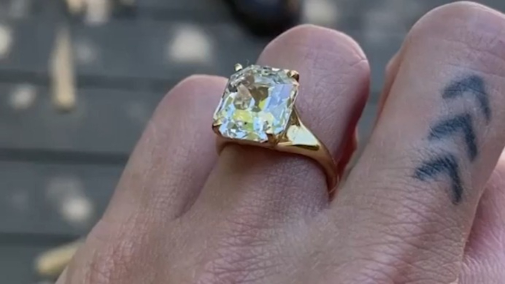 Tallulah Willis shows off her engagement ring