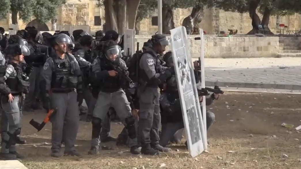 Israeli police clash with protesters