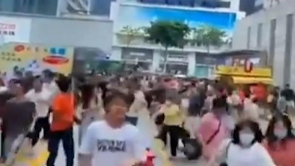Hundreds flee as building shakes in Shenzen city