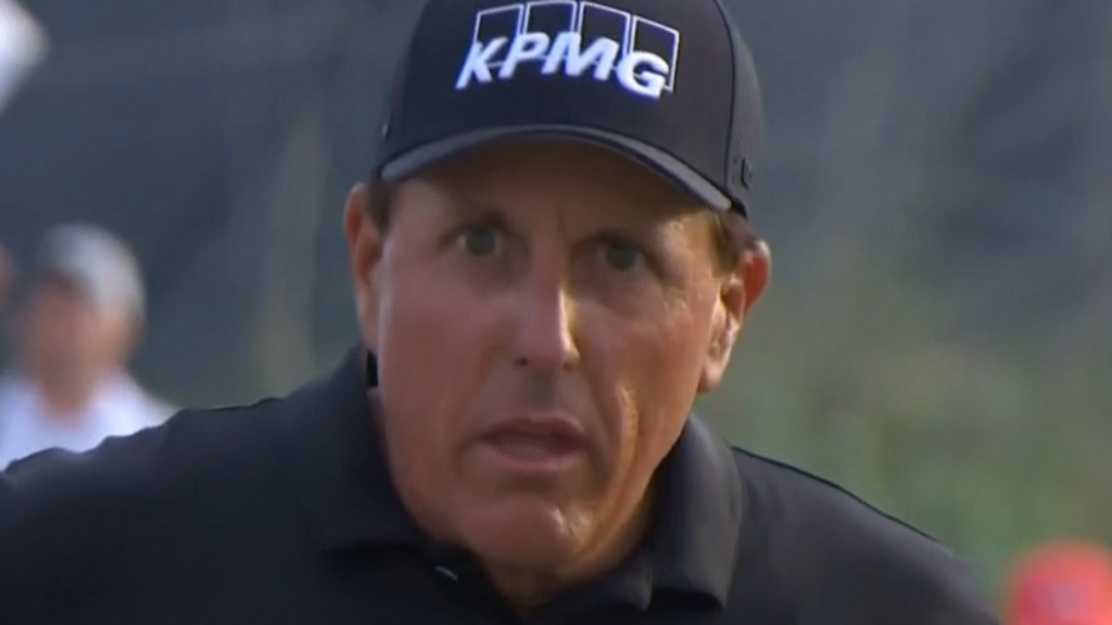 Mickelson leads PGA into final round