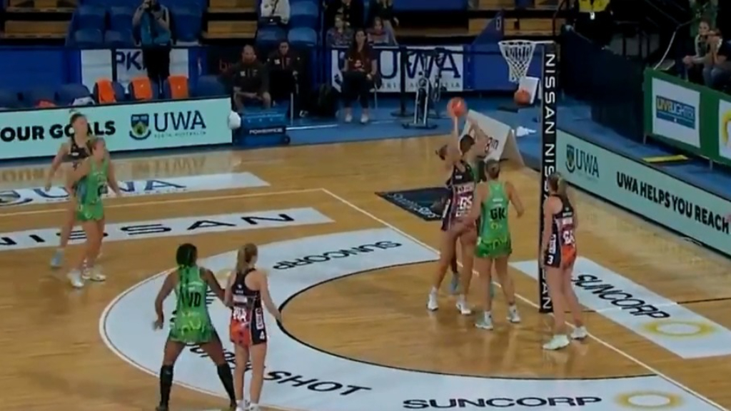 Controversial finish to Fever-Giants match