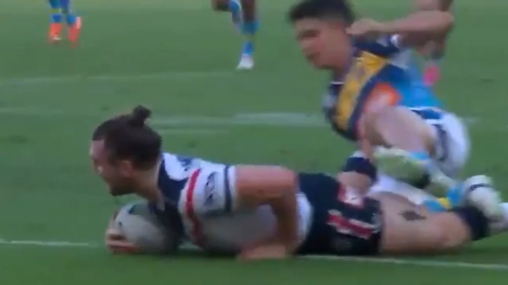 Crichton scores cheeky try