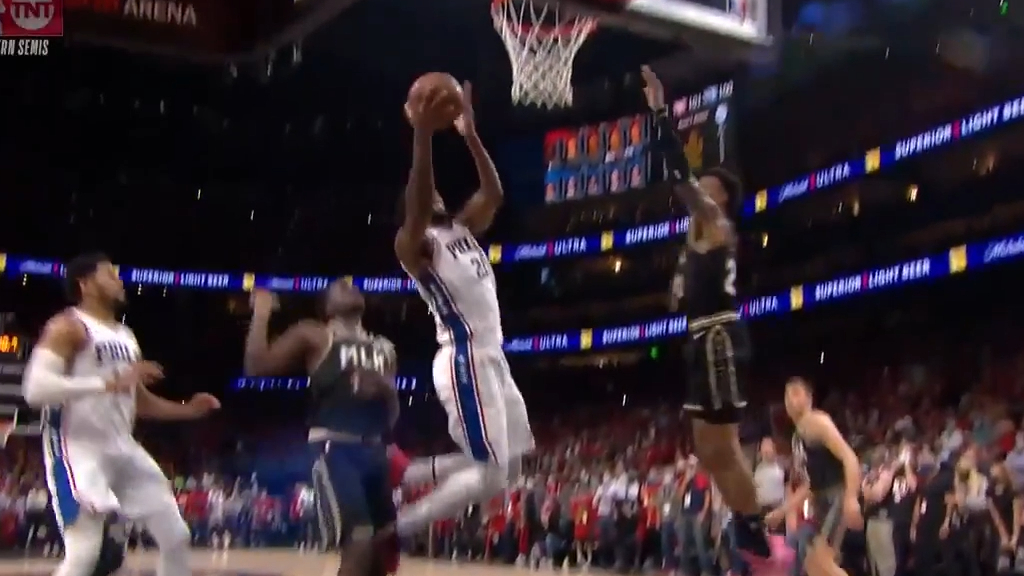Joel Embiid, Ben Simmons unable to convert on crucial play