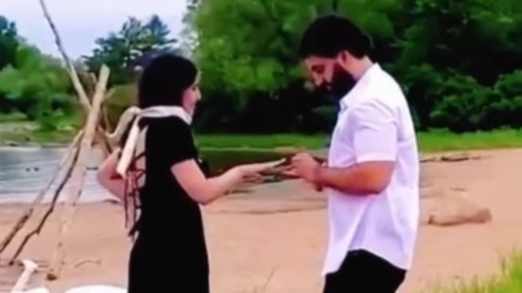 'Beach Karen' attempts to ruin couple's marriage proposal moment