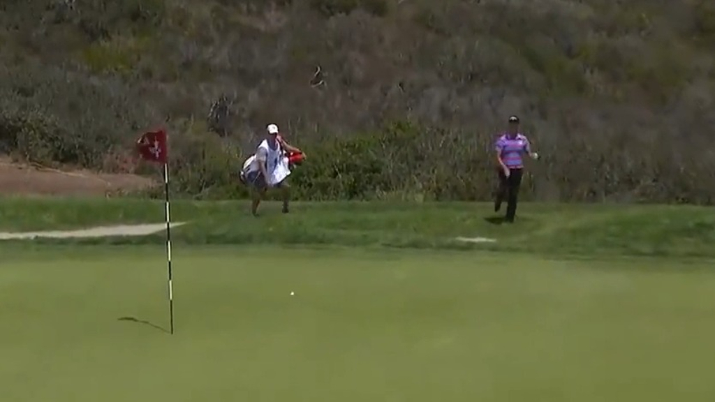 Kevin Na hits unbelievably high flop shot