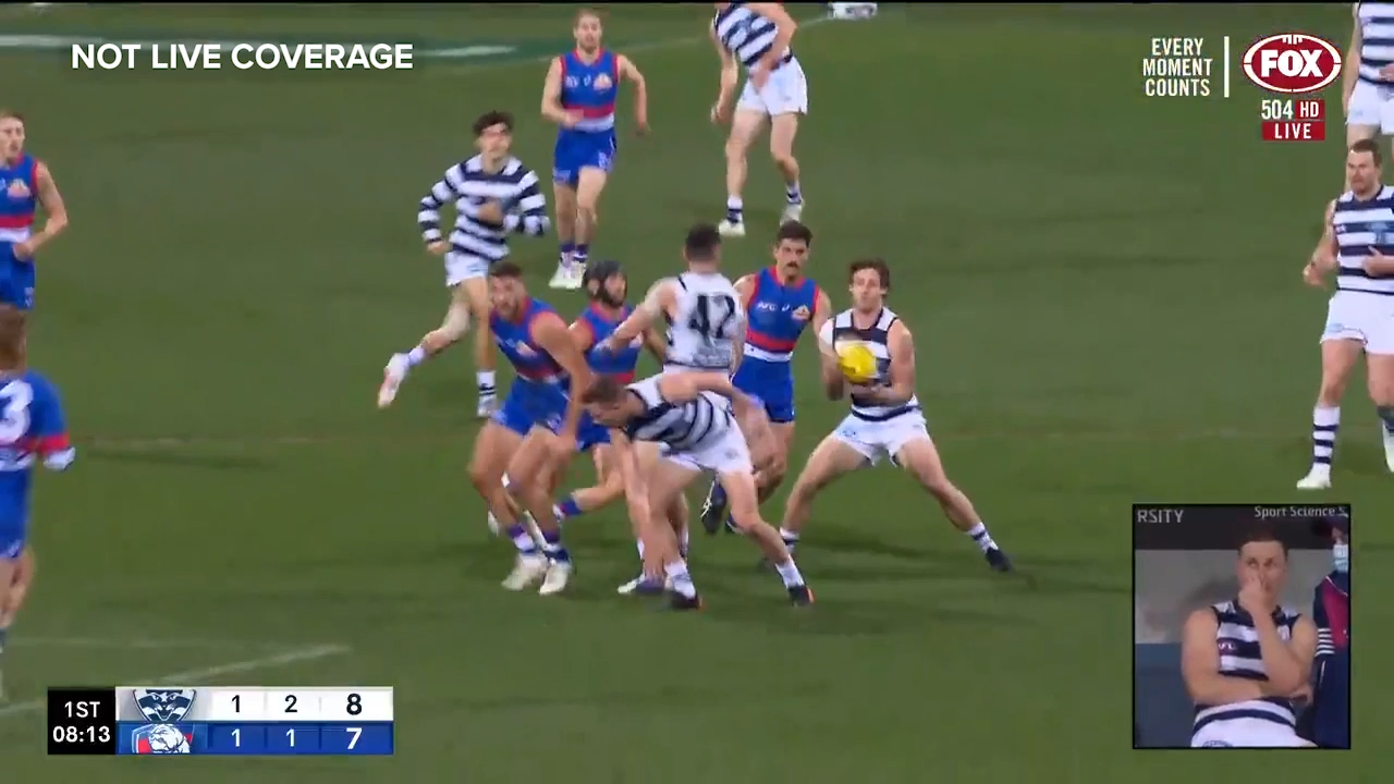Duncan injures knee on landing