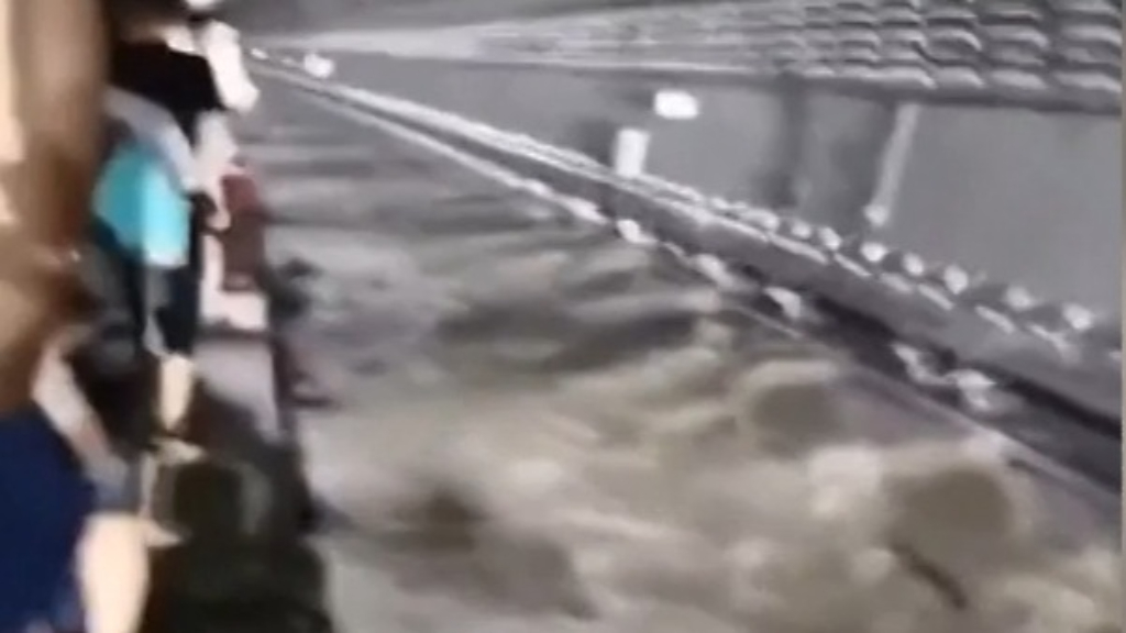 Passengers trapped inside submerged subway in China