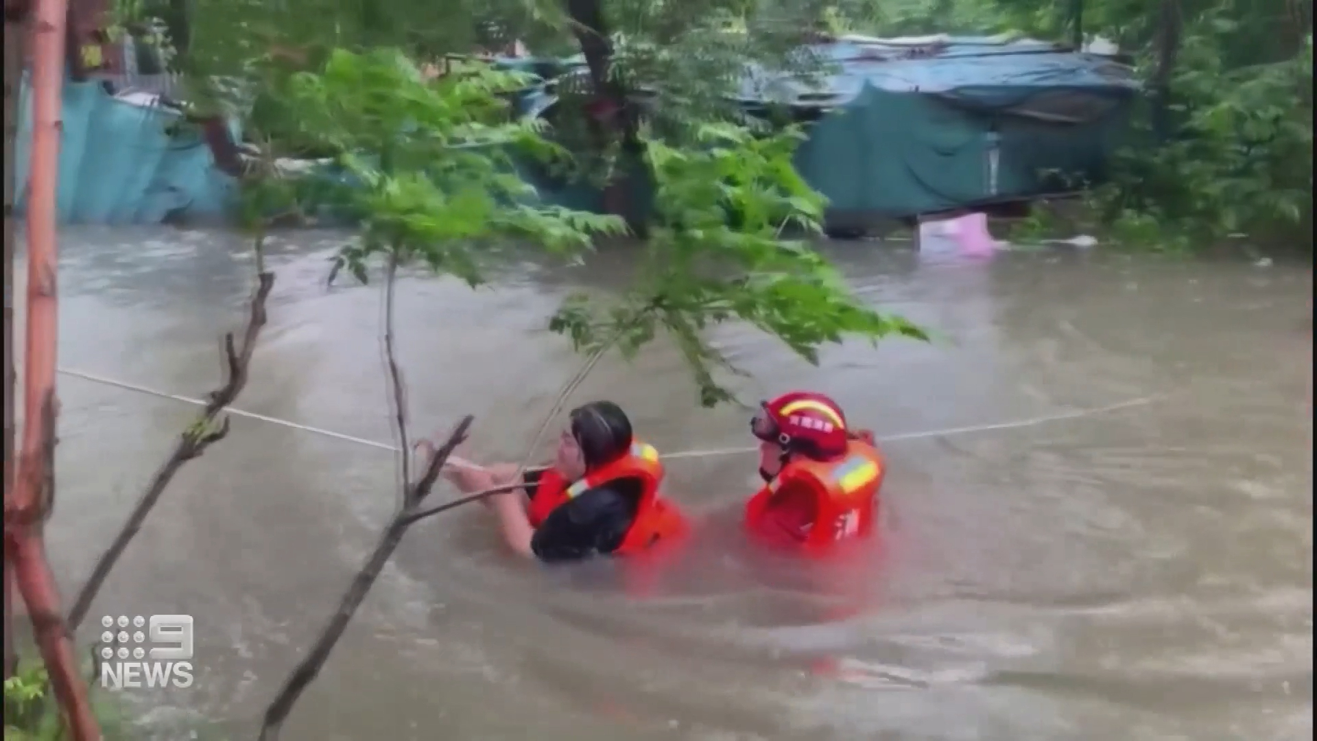 Thousands evacuated during deadly China floods