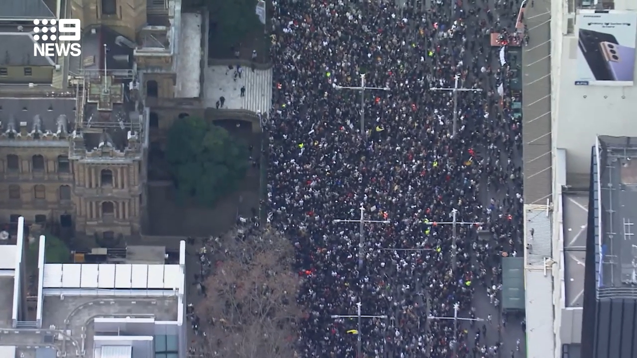 Thousands turn out for anti-lockdown protest in Sydney