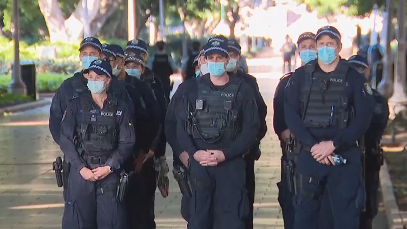 Police cracking down on COVID-19 breaches across Sydney