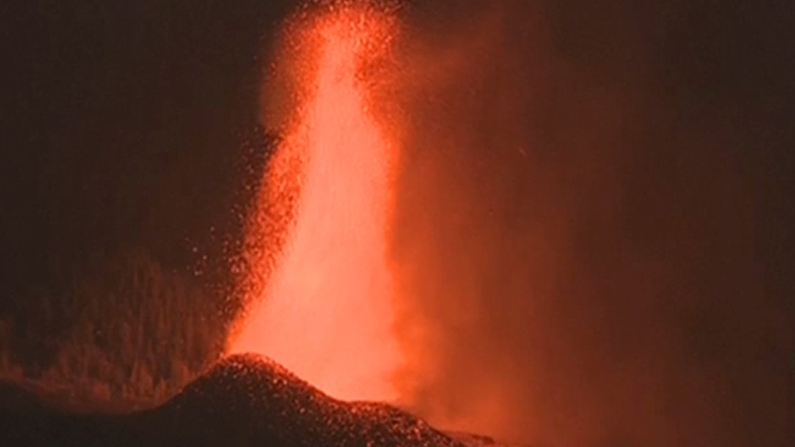 Volcanic eruption causes chaos on Canary Islands