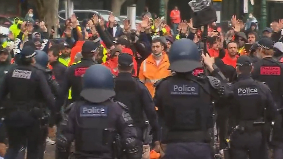 Victorian construction industry shut down after tradies' violent protest