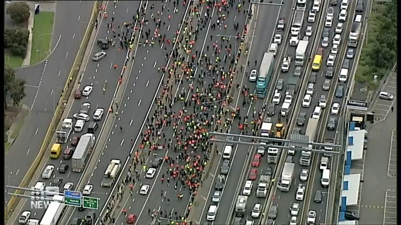 Protestors wreak havoc in Melbourne for second day