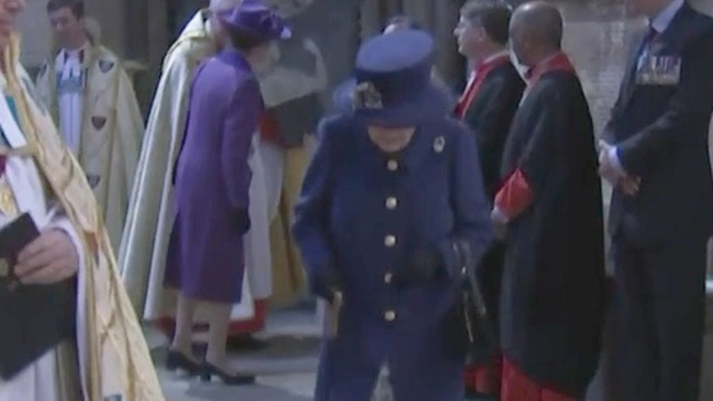 Queen uses a walking stick at Westminster Abbey service