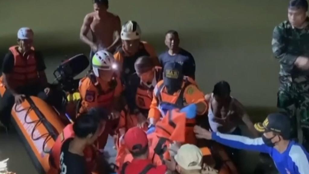 Eleven children drown on Indonesian excursion