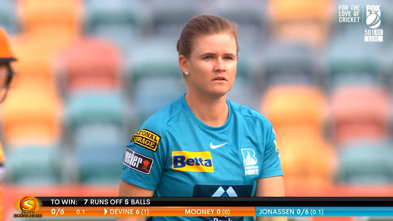Shocking delivery swings WBBL super over in Perth's favour