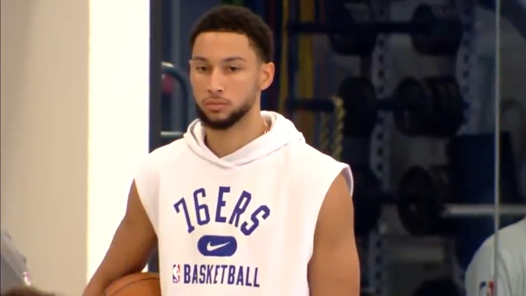 Simmons' first practice with 76ers