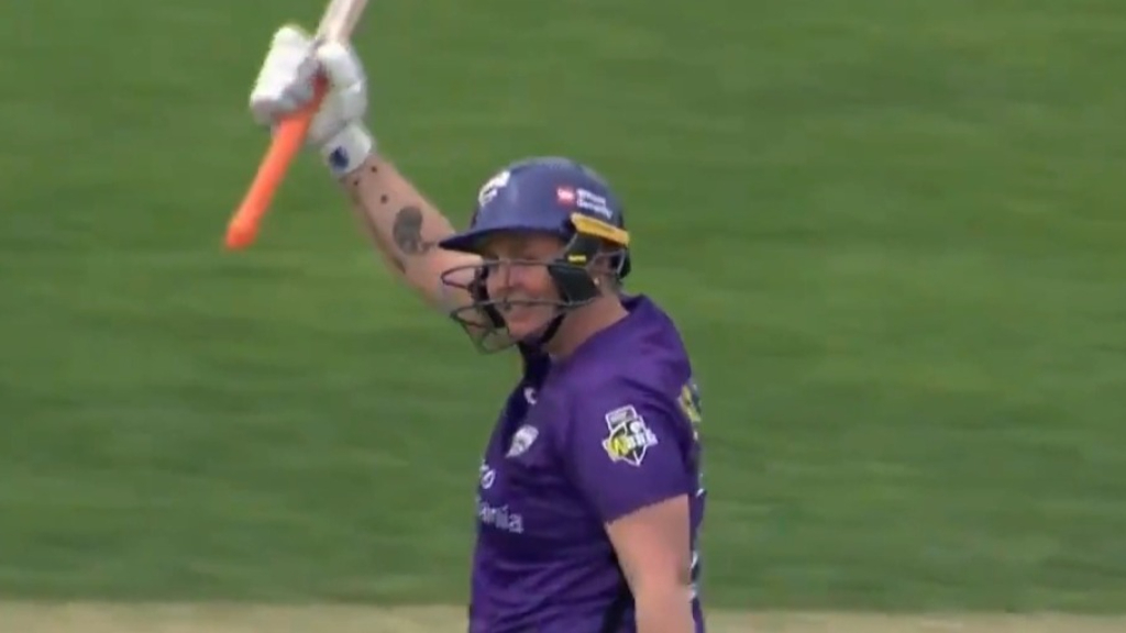 WBBL star brings up ton with six