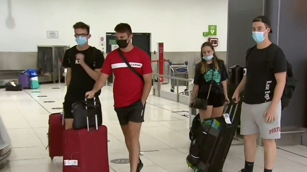 Victoria to trial home quarantine for vaccinated international travellers