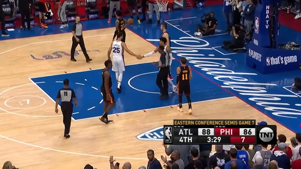 Ben Simmons passes up a dunk opportunity during playoffs against Atlanta