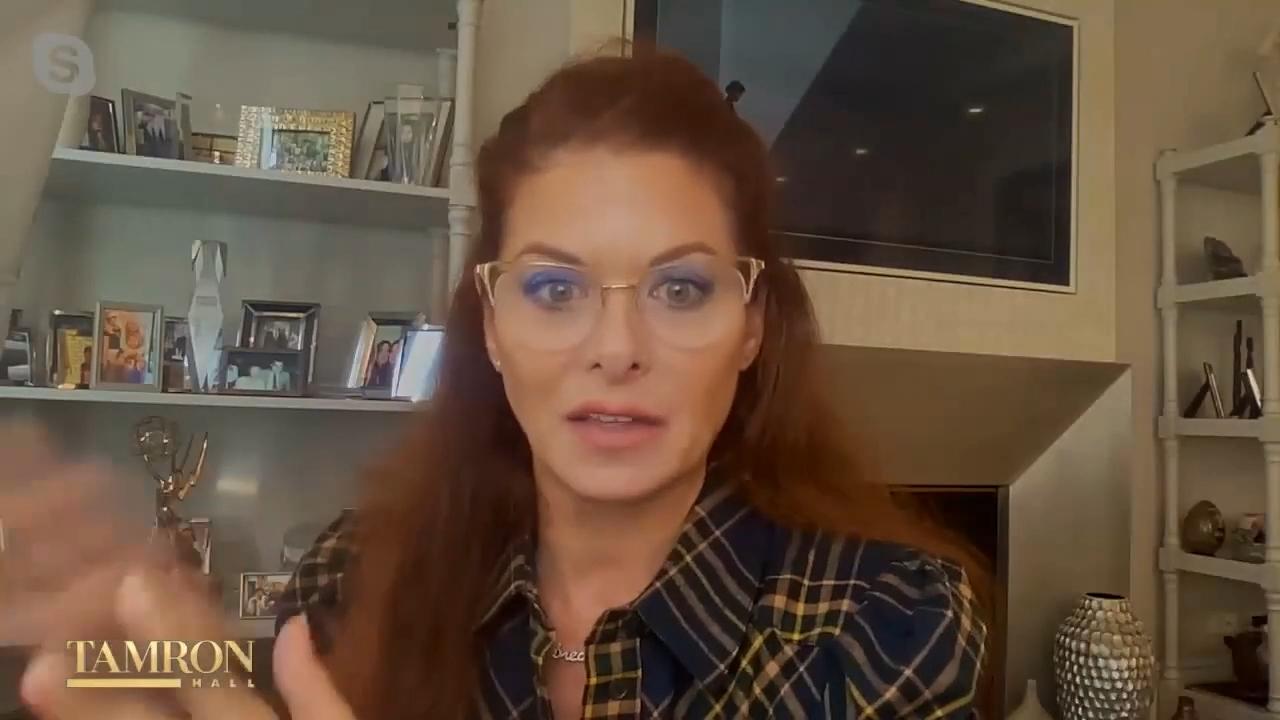 Debra Messing clarifies her comments about Kim Kardashian