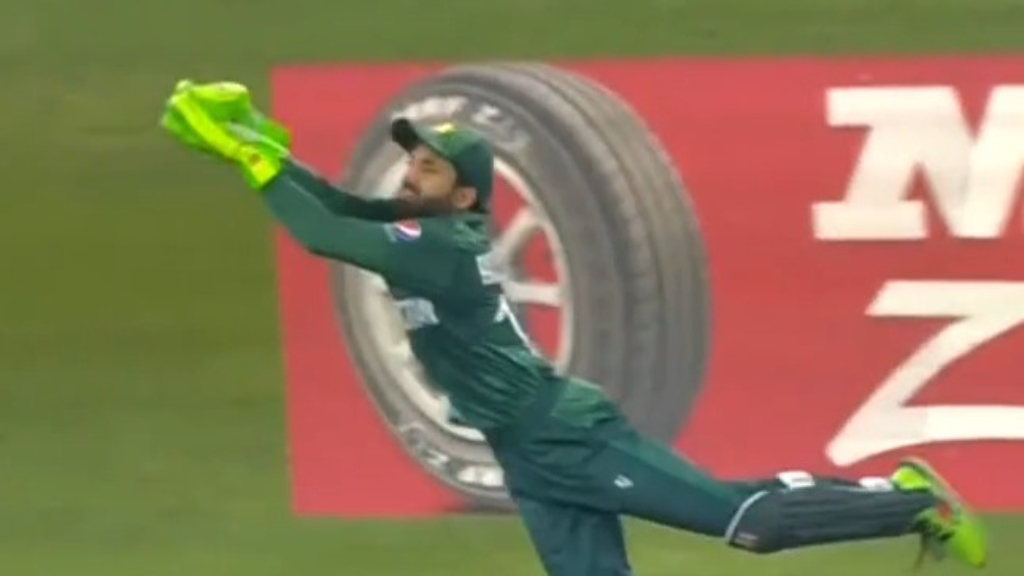 Pakistan thrashes India at T20 World Cup